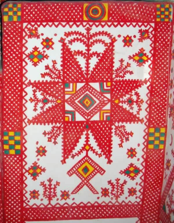Ghadames interior wall  decorations in red over white walls.
