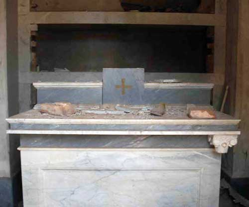 christian church tripoli altar