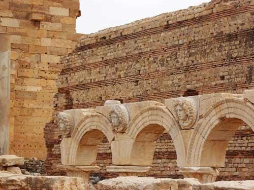 The gorgon's head at the severan forum