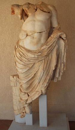 broken headless statue