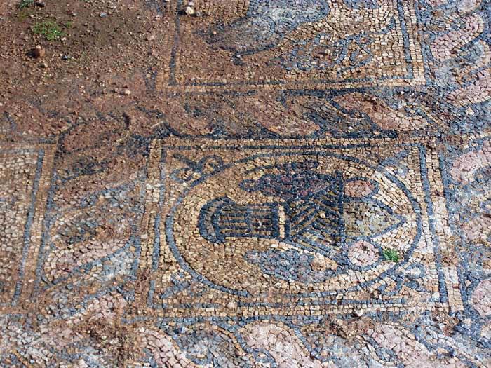 Tokra: outdoor mosaic floor